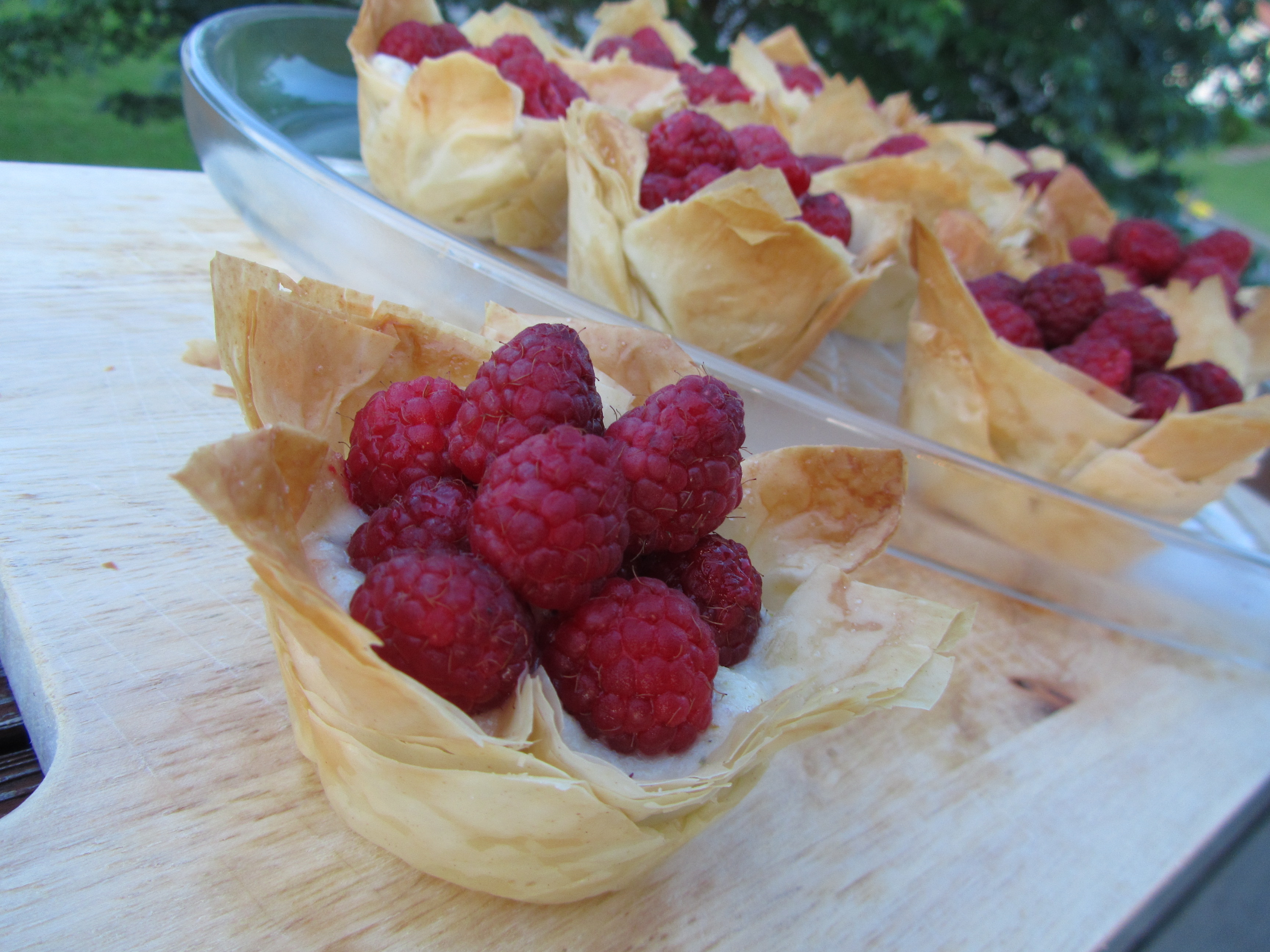Phyllo Cups with Pistachio Cream and Raspberries | the purple spoon
