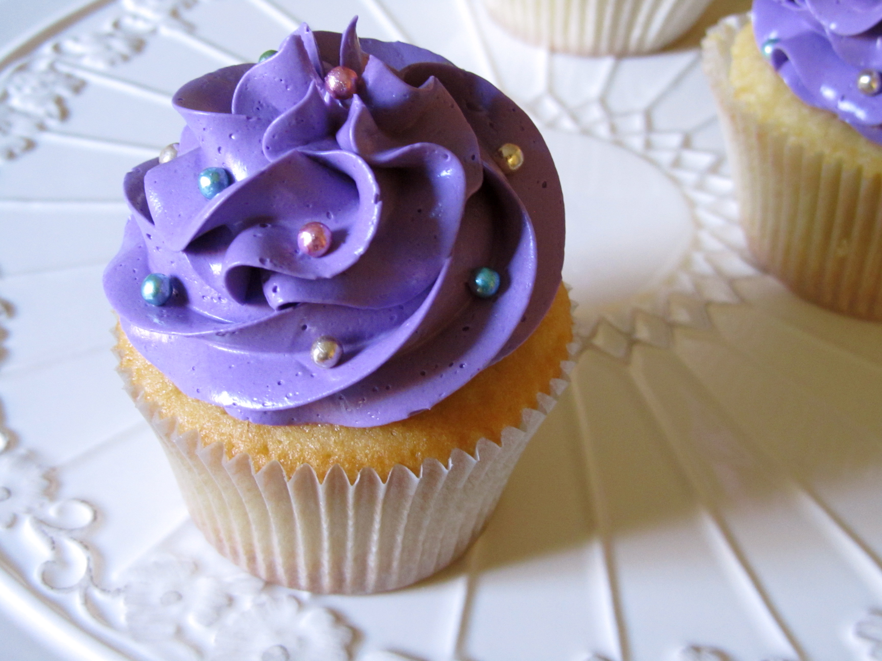 Creme Fraiche Vanilla Cupcakes with Swiss Meringue ...